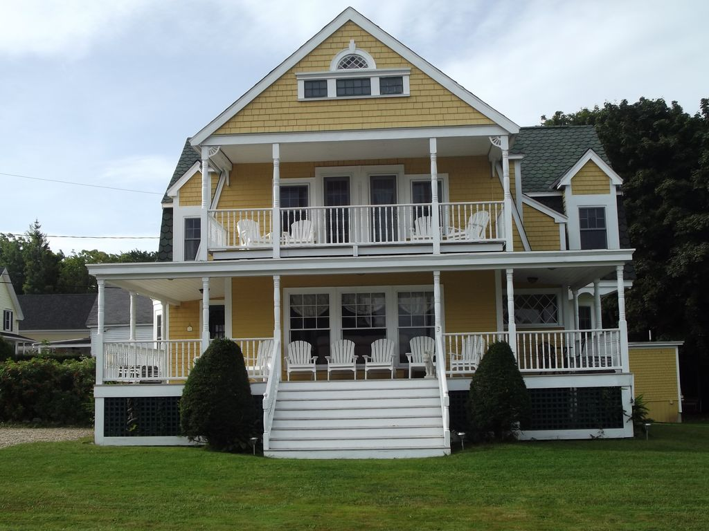 Large victorian beach house close to short sands beach for Large beach house