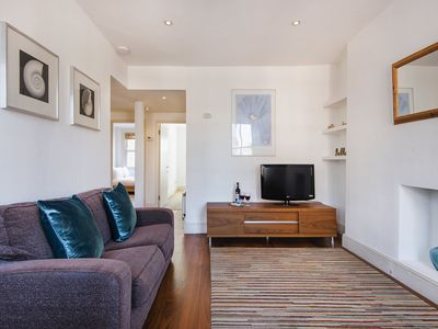 Photo for Bright and Spacious Warwick Apartment - LND
