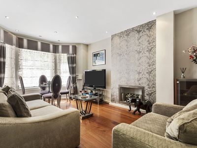 Photo for Bright Earls Court Apartment - SVA