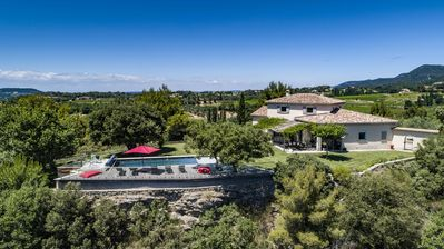 Photo for House in Provence with swimming pool, exceptional 360 ° view