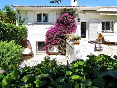 Photo for Charming villa with pool. Near Cannes and Grasse