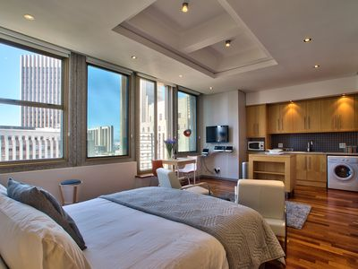 Photo for Studio apartment in the heart of Cape Town, Pitch & complimentary. Wifi