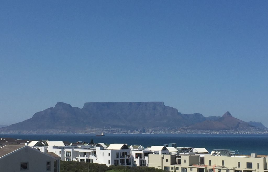 Exquisite beach front apartment facing table mountain - Robben island and table mountain tour ...