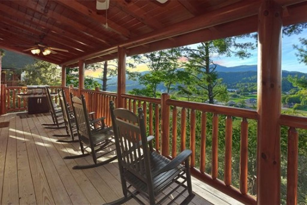 372300 2 or 4 bedrooms willow tree cabins covered - 1 bedroom cabins in pigeon forge under 100 ...