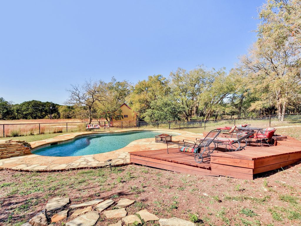 Wide Open Spaces: Country Home w/ Waterfall, Swimming Pool, Guest House -  Bee Cave
