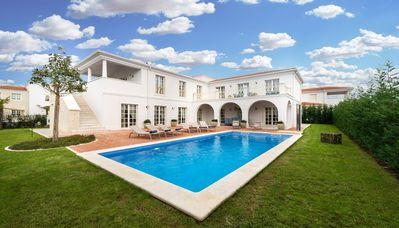 Photo for Spacious villa Luna with pool, garden, grill, nearby sea and Porec
