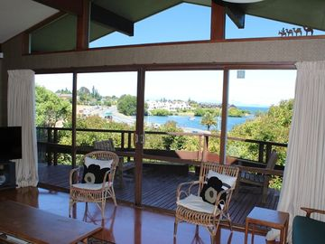 Fantastic holiday home with lake and mountain views
