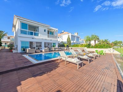 Photo for The Villa sets your mood into the laid back tranquility of the crystal blue sea