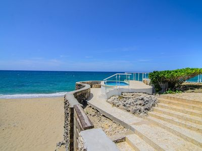 Photo for Family-friendly Top-Foor condo, pool, sandy beach, internet, cable TV