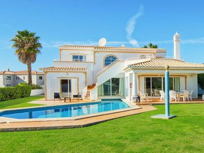 Photo for 4 bedroom Villa, sleeps 8 in São Rafael with Pool, Air Con and WiFi
