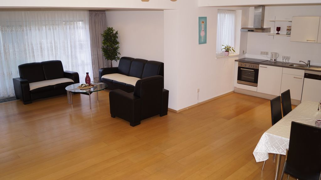 Luxury holiday home, 6 rooms, A3 connection 8 min to Cologne fair, City close, 180qm