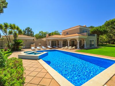 Photo for V4 with pool and garden in Quinta do Lago