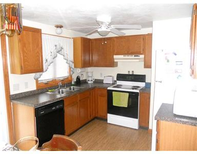 Kitchen with all the necessities to make your stay easy and enjoyable