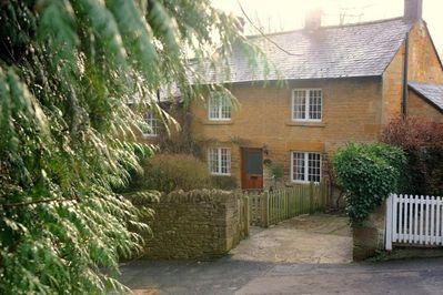 The beautiful, honey-coloured Jackdaw Cottage in Blockley