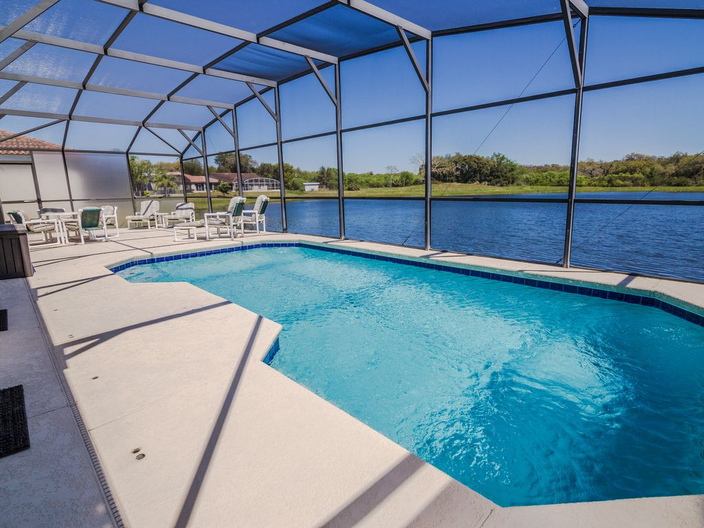 Luxury 5 beds florida pool home with lake view near disney for Florida pool homes