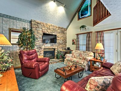 Photo for Cozy Pigeon Forge Cabin w/Deck-5 Mins to Downtown!