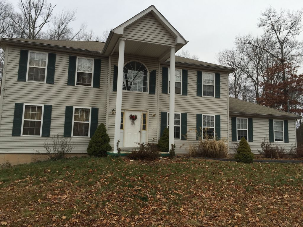 beautiful 4 bedrooms colonial single family house on 1 acre land
