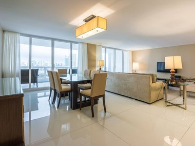 Downtown Miami 3555 | Luxury 2BR Waterfront Condo | Free Valet Parking