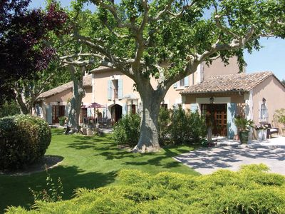 Photo for Authentic Provençal renovated MAS with enclosed park and heated swimming pool