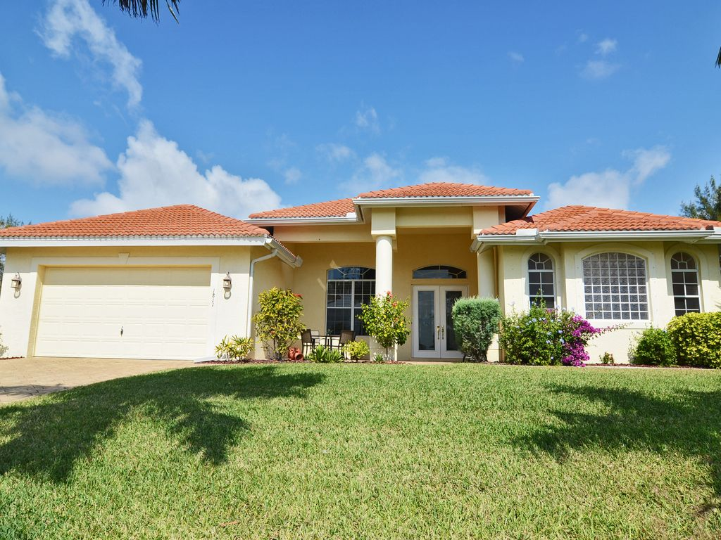 Dream home with heated pool spa located homeaway for Dream home location