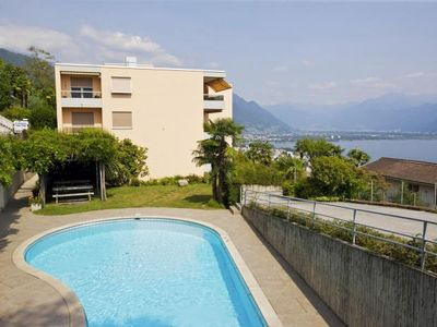 Photo for Spacious 4½-room apartment with 2 bathrooms, pool and fantastic lake view