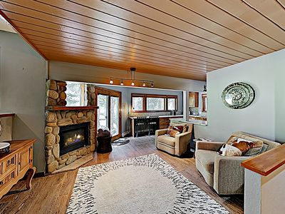 Living Room - This mountain-view retreat features 2,495 square feet of luxurious living space.