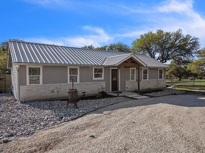 Photo for Absolutely Charming Texas 2 Suites, 2/2 Farm house, Close to 290 Wine Trail