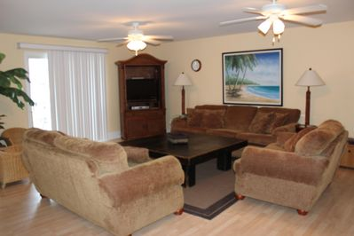 Living Room - Flat screen tv, desk w/chair, wi-fi, oversized coffee table