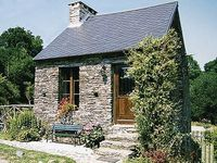 Fantastic rural setting. Beautiful countryside, and not far from local amenities. Loved it!