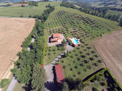 Photo for Two-room apartment with WIFI and swimming pool in Tuscany