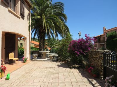 Photo for A quiet Villa with heated pool, terrace, 10 mins from the beach.