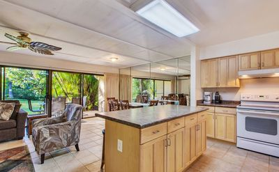 Photo for Gorgeous North Kihei Condo! Steps to the Beach! Deluxe Remodel!