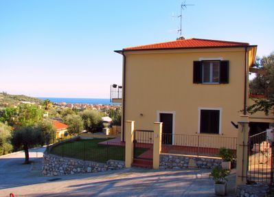 La Meloria: Ground Floor, Lovely Apartment; BBQ Terrrace & Garden with Sea View