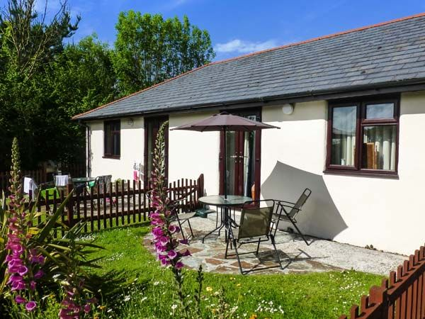 Honeysuckle Cottage Pet Friendly With Pool In Bude Ref 19172 Bude Cornwall West Country
