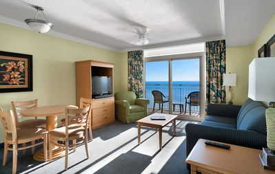 · Gorgeous Oceanfront 1 BR Condo! Amazing Views & Tons of Amenities!