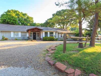 Photo for Beautiful Large Bungalow in the heart of Edmond