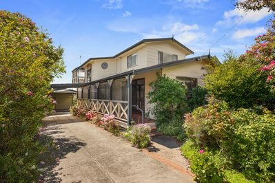 A huge double storey home-away-from-home with beautiful cottage gardens to relax