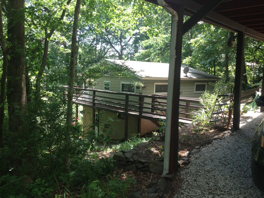 Cozy cabin outside of asheville mountain view pet for Asheville cabin rentals pet friendly
