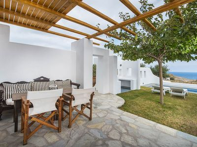 Photo for Villa Vorias, cozy villa in a private complex in Santorini, swimming pool, 1 bedroom, can sleep 4.