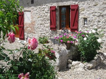 Lovely restored cottages.Take part in the french lifestyle, relax & chill.  - Noisette Cottage Sleeps 2- 4per  (2 Bedrooms)