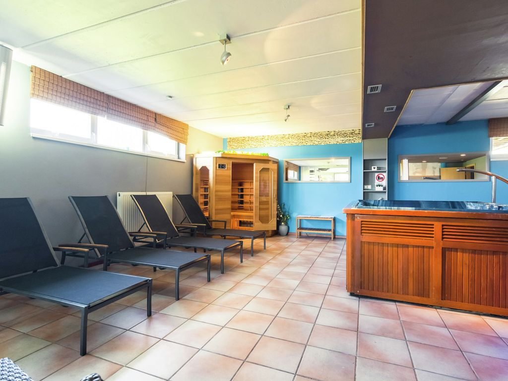 Cottage with large wellness area (sauna, jacuzzi, steam room) and sports fields