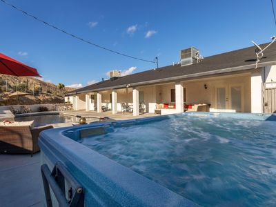 Stylish 5 BR w/Pool, Spa, Games, and Hiking!