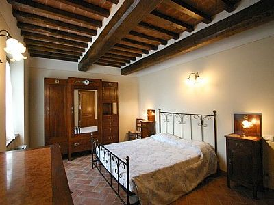 Photo for 3 bedroom Villa, sleeps 7 in Camucia-Monsigliolo with Pool, Air Con and WiFi