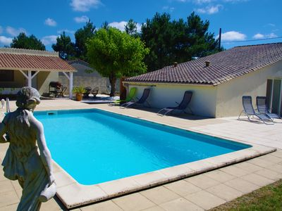 Photo for Girondine house with pool in the middle of the Blaye vineyards