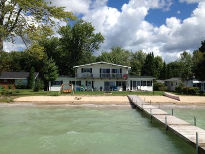 Mullett Lake Sandy Beach, Campfires, Sunsets, 5bedroom 3bath, Wireless,