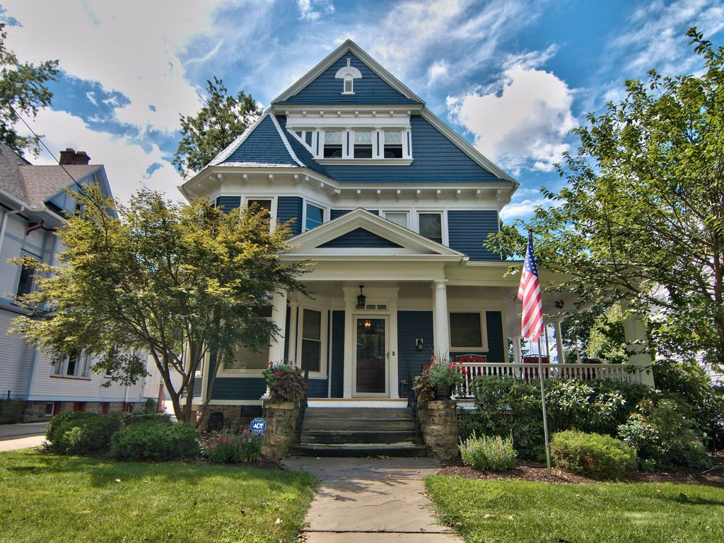 Beautiful Green Ridge Victorian on Historic Electric Street in Scranton