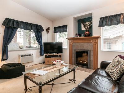 Photo for Downtown-Sweet Retreat condo Wi-Fi, Sat TV & walk to the Village