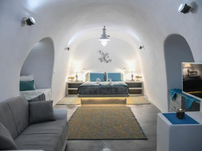 Photo for Serenity Blue is  one of a kind Beach front Cave Villa right on the black beach