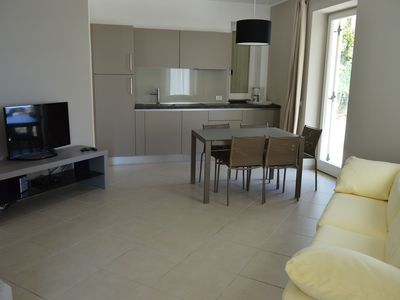 Photo for 5 bed apartment with private garden