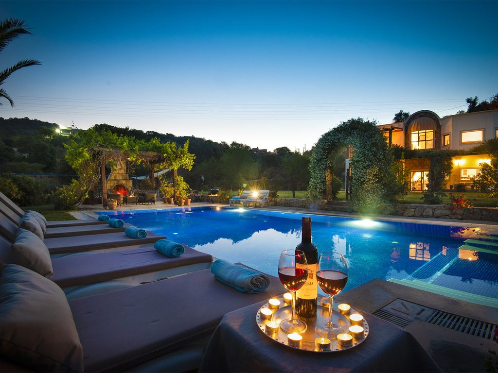 Tranquil Villa set in 2 acres with large pool, volleyball, basketball,  badminton - Bodrum